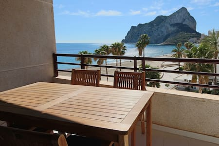 2BD Beachfront - Stunning Sea Views, 2 Pools, Direct Access to the Beach - Calp - Daire
