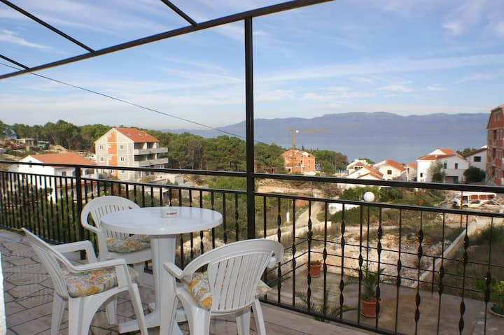 Comfortable and spacious apartment with terrace and sea view Sutivan, Brač (A-747-a)
