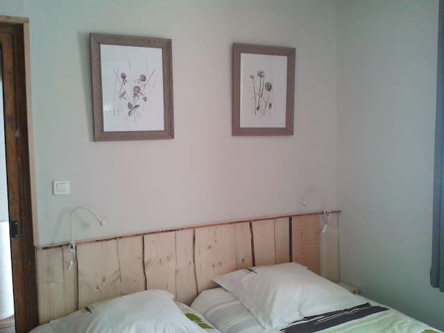 La Pomme de Pin -La Gelinotte - Mijoux - Apartment