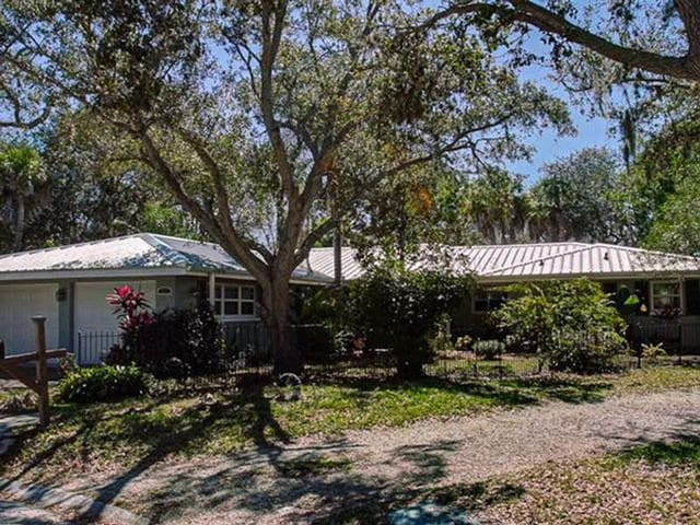 Beautifully furnished 3 bedroom home on the water - Sarasota - Talo