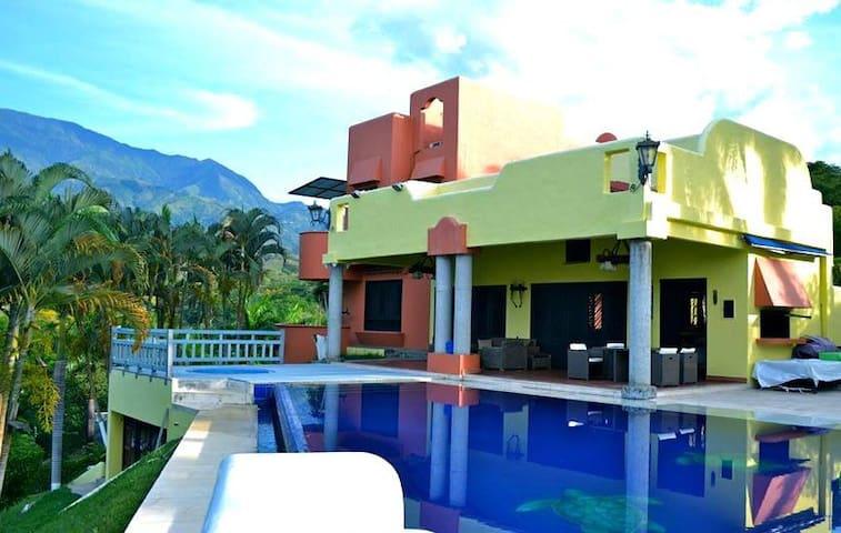 CASA DE CAMPO VIP ESTILO MEXICANO - Medellín - Casa