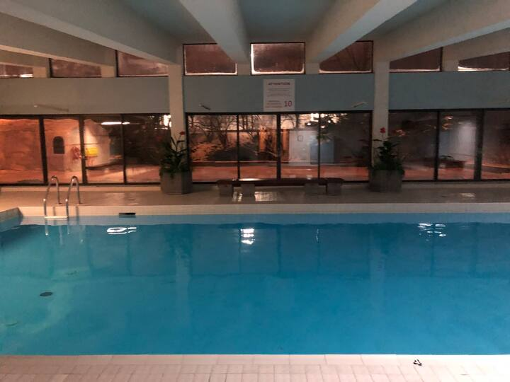 Lovely condo w/ heated pool minutes away from MTL