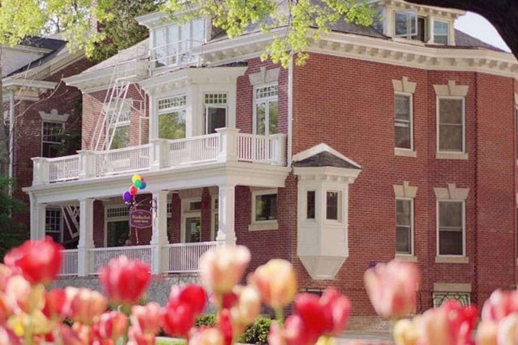 Welcome to Woodley Park Guest House. A premier B&B in Washington DC.