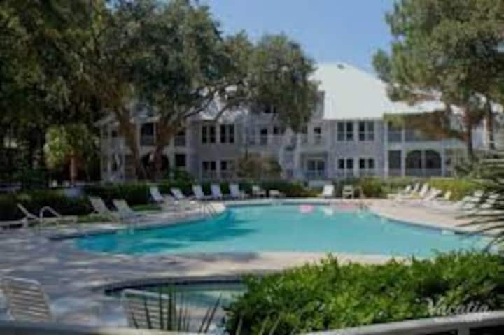 Hilton Head condo with fabulous amenities