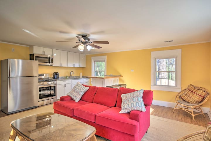 NEW! Riverfront West Columbia Apartment w/Fire Pit
