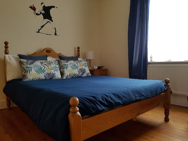 Spacious room in large central house in Peckham