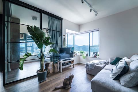Seaview Room in Stylish Home near Airport & MTR