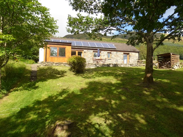 Puidrac cottage cosy hideaway in The Trossachs