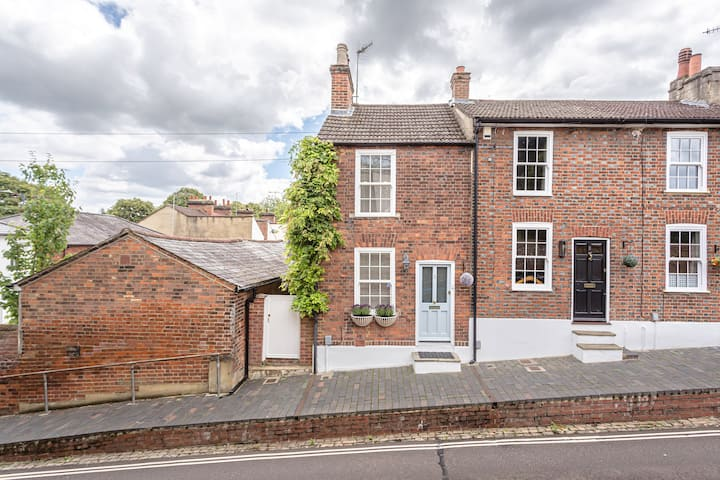 Two bed central character cottage wifi and garden