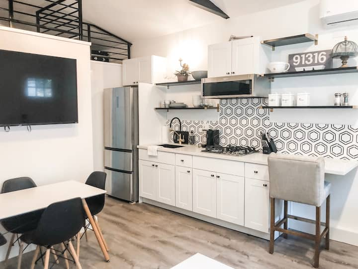 Clean & Bright 1Bd/1Bth+Loft Charming Guest House