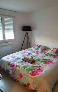 Chambre au calme à 8 min de la mer - landevieille  - Huis
