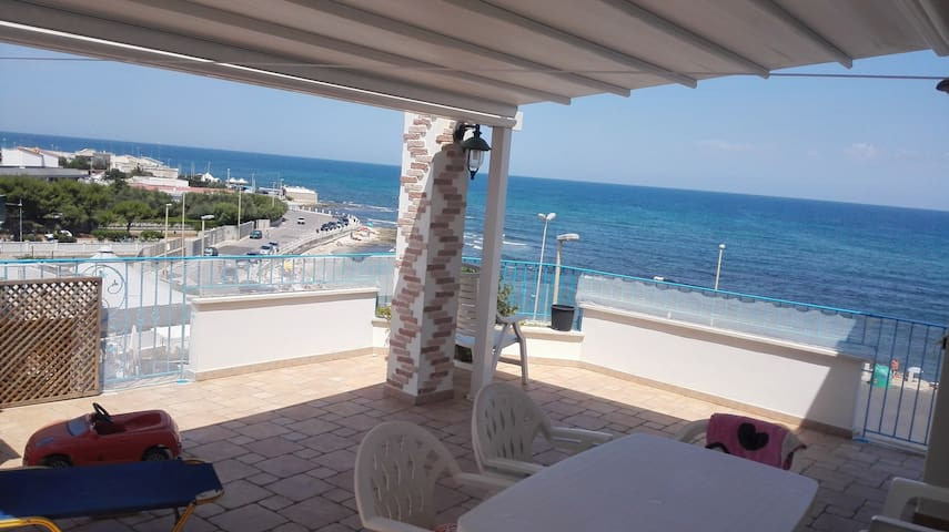 Stunning accomodation sea-view 10m from the beach! - Torre A Mare - Huis
