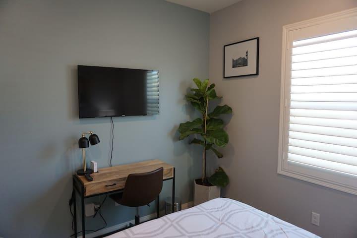 Inviting bedroom near UCR/DT Riverside/Loma Linda