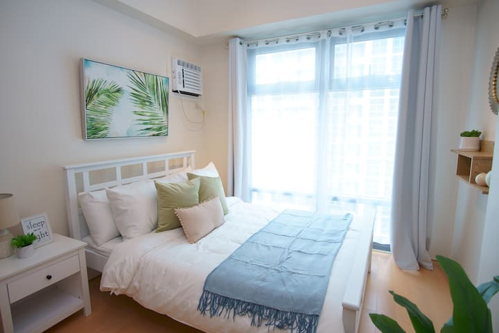 Charming & Tranquil City Living | 2 BR Uptown BGC