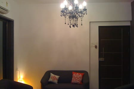 one bed room flat Clean cosy bright 4 ladies only - Мумбаи