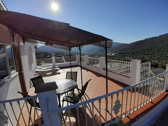 Luxury Private Roof Terrace Apartment-HotTub/Pool