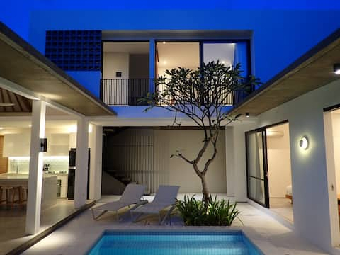 Hide away in Modern tropical villa of Seminyak