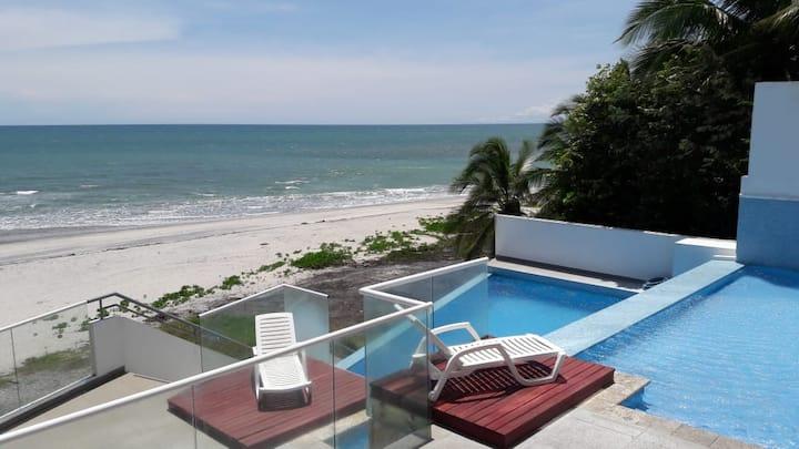 Apartamento frente al mar en playa Corona.