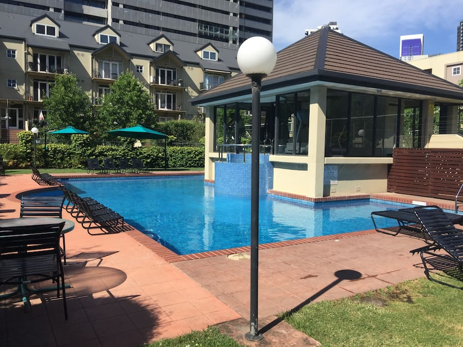 Large 3 bedroom apt with foxtel wifi parking 28 flats for Pool show on foxtel