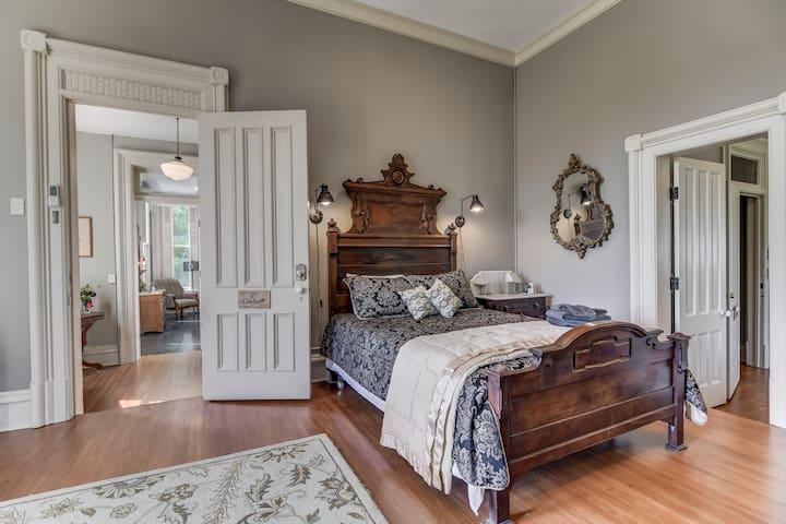 Linden Suite @ Three Pines Petersburg