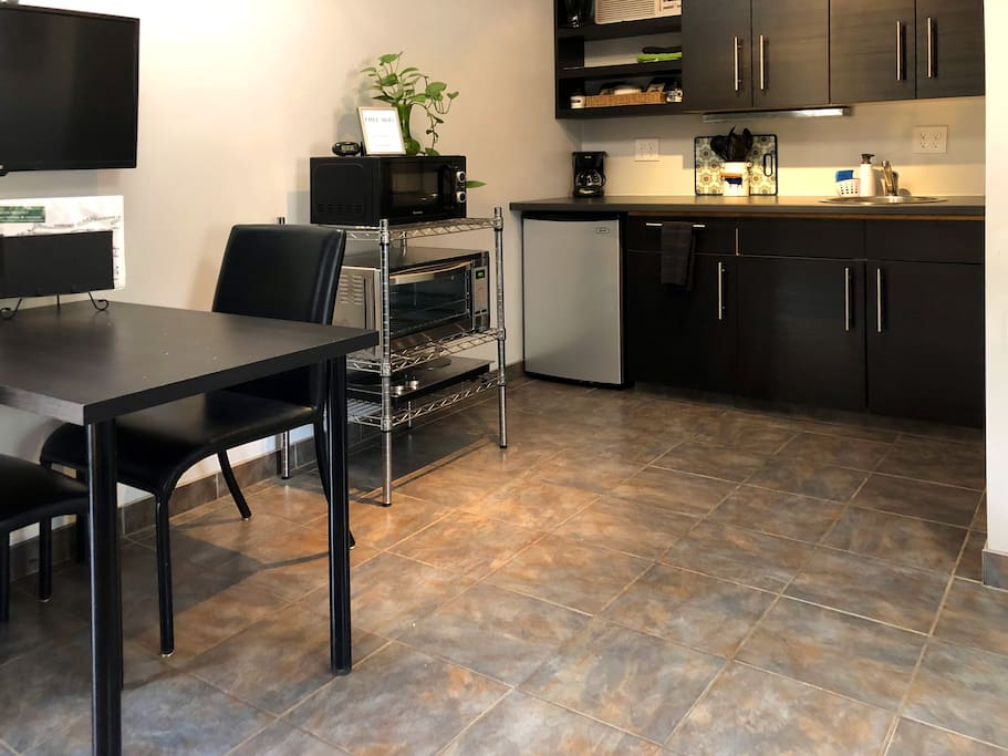 Dining table & kitchenette