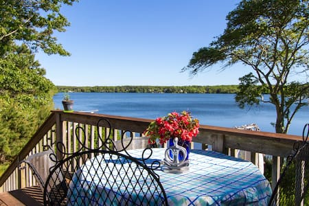 Spectacular cozy lakefront cottage - Harwich