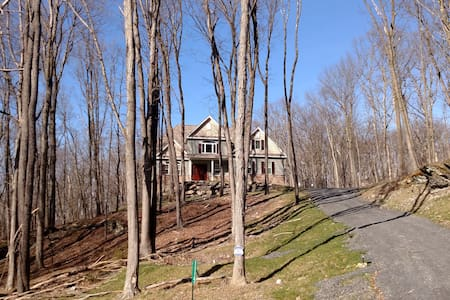Lake House on the Hill - East Stroudsburg - Huis