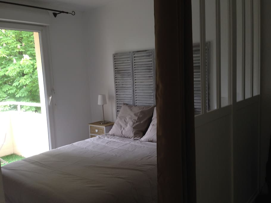 Appartement avec balcon et tr s agr able piscine for Piscine blanquefort