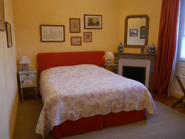 La Maison de Famille A Chenonceaux /Chambre Jaune