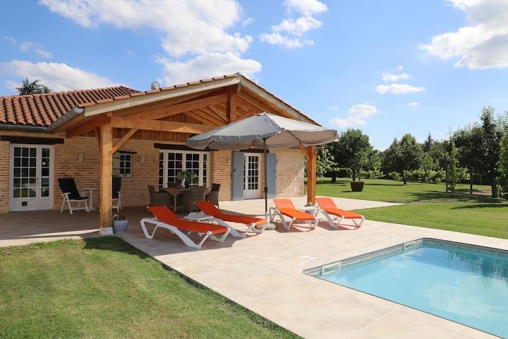 Villa de grande luxe au bord de la rivière le Lot.