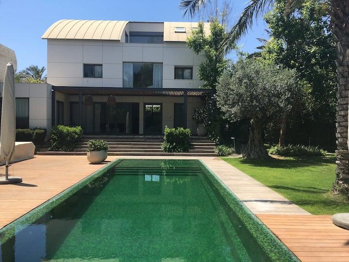 Villa de rêve grand luxe HERTZILIA 14 personnes