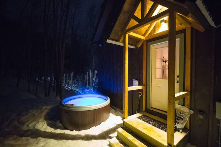 New Cabin Hot Tub Wooded River Fire Place Cabins For Rent In Jackson New Hampshire United States