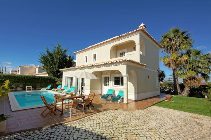 Elegant Villa in Carvoeiro with Swimming Pool