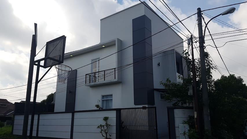 Minimalist house in tangerang with pocket wifi