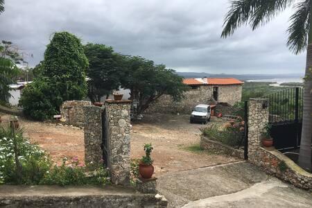 La plus belle vue sur la baie de Chritophe Colomb - Los Castillos