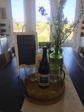 You're warmly welcomed with a bottle of our pinot wine, SLO popcorn, wine tasting cards to our favorite wineries nearby and a jar of my home made granola upon your arrival.
