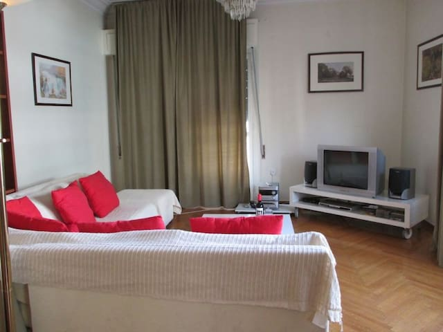 Lovely CityBreak apartment, Wifi, Free Transfer