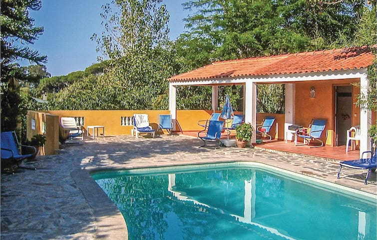 Semi-Detached with 2 bedrooms on 50 m² in Colares, Sintra