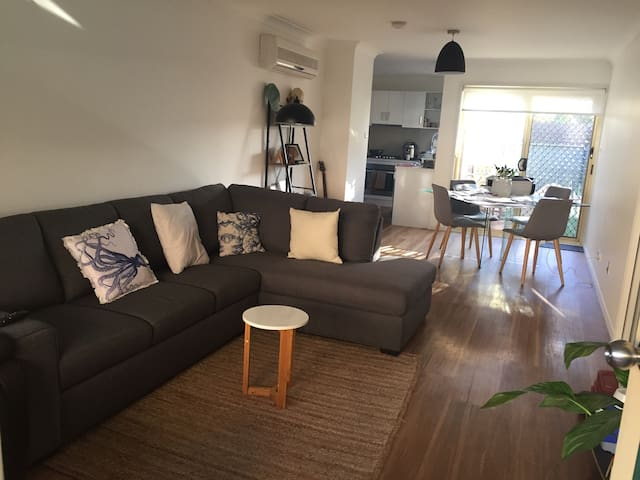 Beautiful furnished villa - Hamilton - Hus