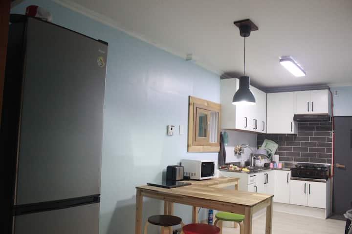강진 자유게스트하우스 개인실 (최소 1인~ 최대 4인)