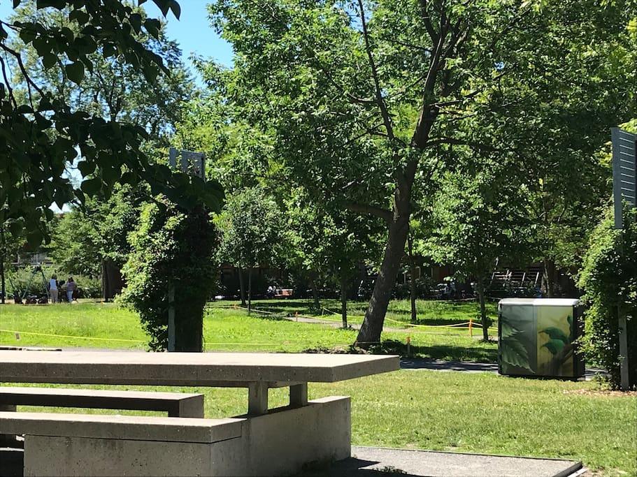 Le parc super charmant à 2 min!!!