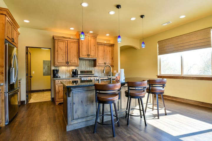 PR 21 - Luxury home with shared pool and hot tub 3 bedroom