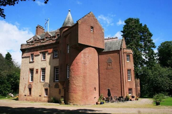 16th century medieval castle. £75 per night - Arbroath - Bed & Breakfast
