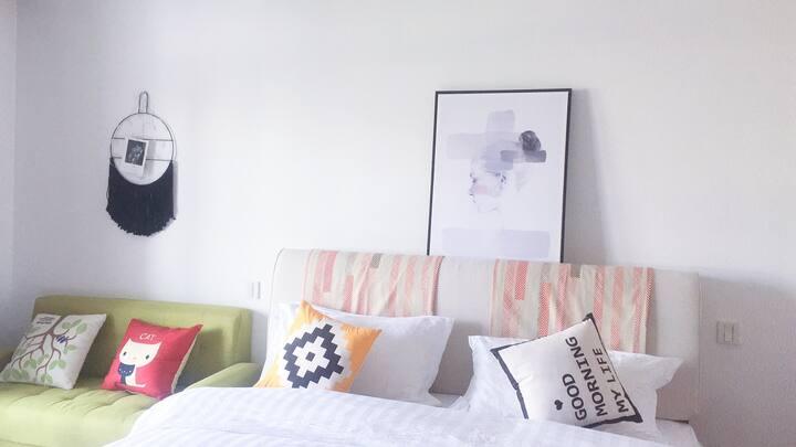 水天一色单身公寓情侣浪漫大床房可烧饭