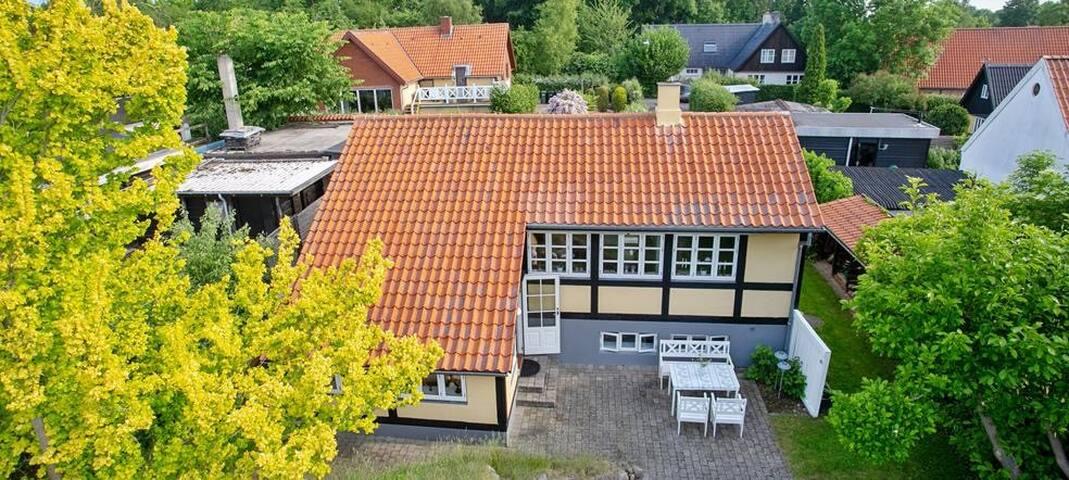 Idyllisk hus ved Roskilde Fjord