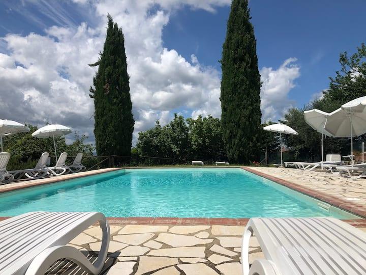 A 20 km da Siena nella campagna senese con piscine