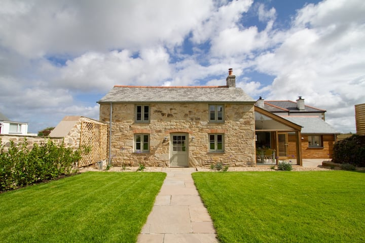 *Stunning Cornish Cottage* Oozing Charm + Comfort