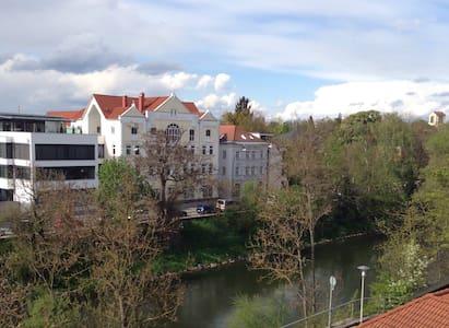 Zentrale & moderne Whg, Parken incl - Landshut - Lakás