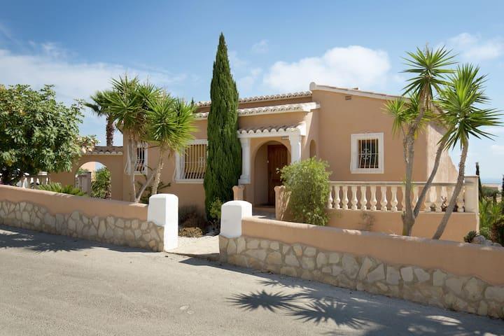 Luxuriöse Villa mit Swimmingpool in Benitachell