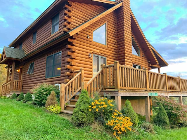 3-br Log Home Getaway in rural Norwich, NY